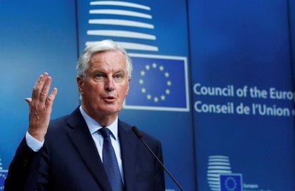 """El negociador de la UE avala el acuerdo pero avisa de que queda un camino """"difícil"""" para un Brexit ordenado"""