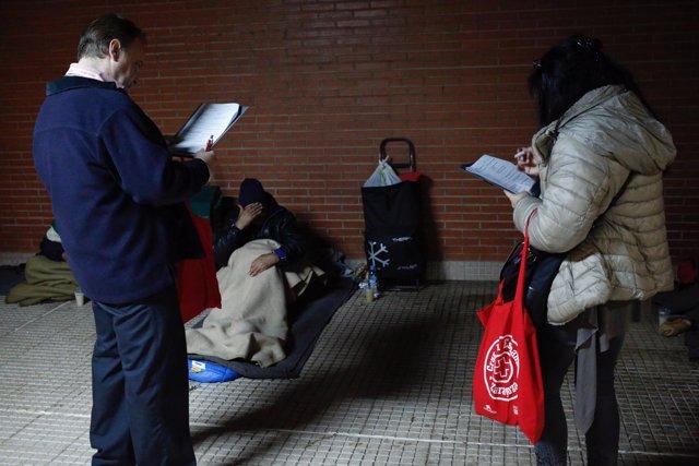 Voluntarios realizan el V Censo de Personas Sin Hogar de Zaragoza