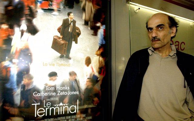 La curiosa historia de Merhan Karimi Nasseri, el apátrida que vivió 18 años en el aeropuerto Charles de Gaulle de París