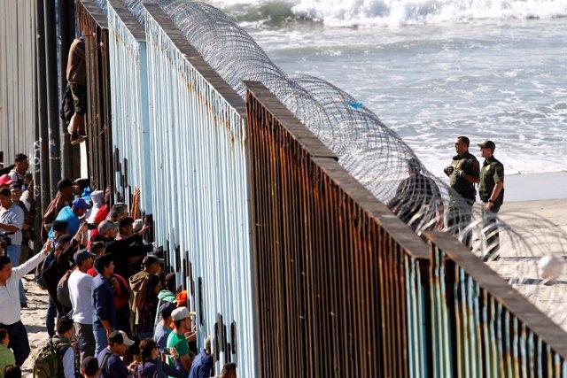 Migrantes de la 'caravana' llega a la frontera con Estados Unidos