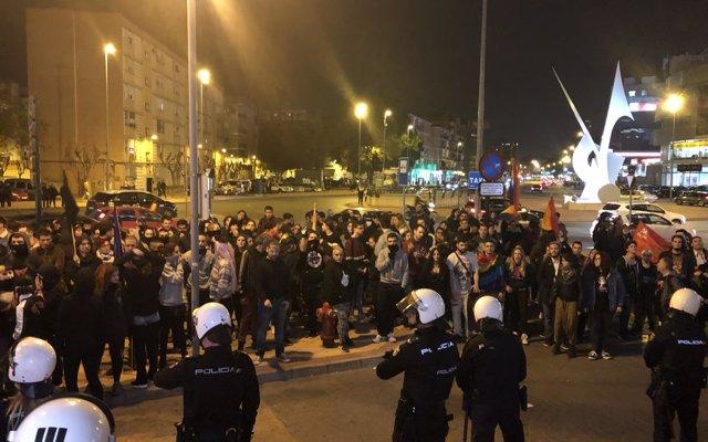 Los arrestados en las protestas por actos de VOX y HazteOir golpearon a dos agentes de la Policía Nacional