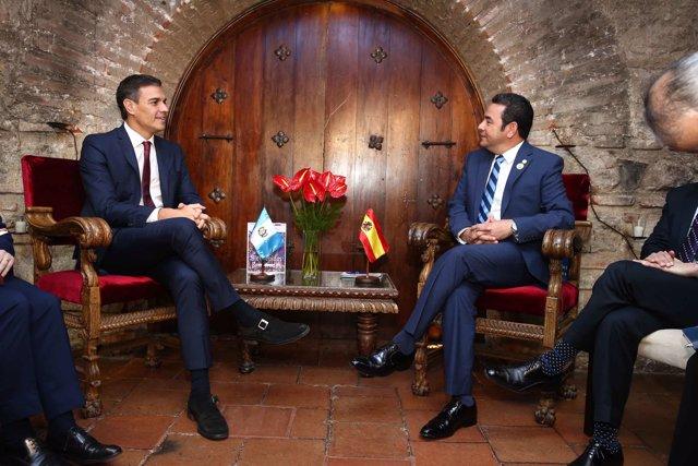 Pedro Sánchez y el presidente de Guatemala Jimmy morales