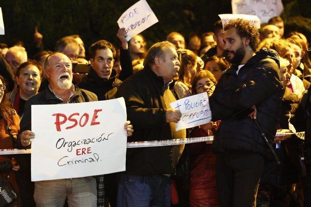 Spiriman organiza una concentracion a las puertas del acto de Susana Diaz