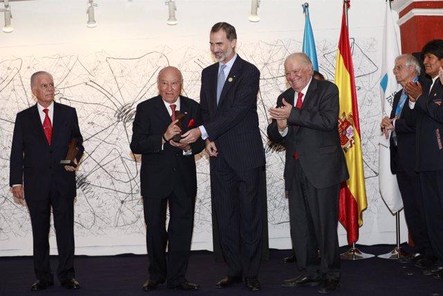 El Rey Felipe VI entrega los premios Enrique V Iglesias