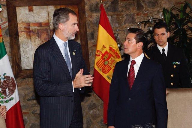 El Rey Felipe VI junto al presidente de México Enrique Peña Nieto
