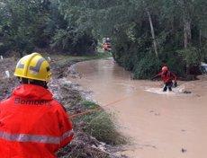 Successos.- Troben sense vida a l'home arrossegat per l'aigua a Mieres (Girona) (BOMBERS DE LA GENERALITAT)