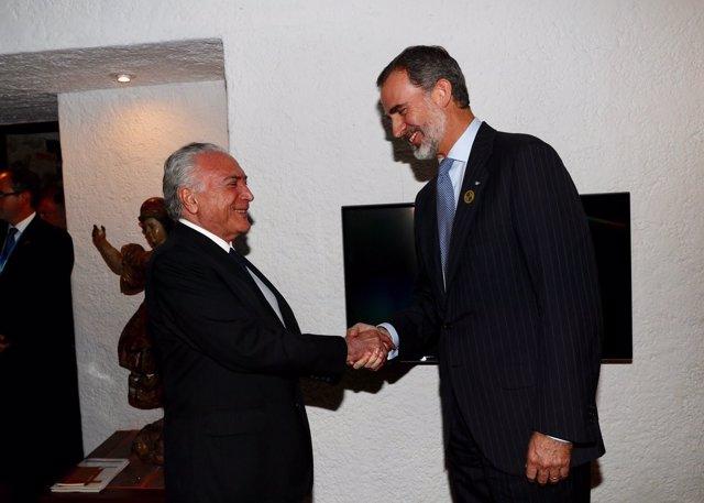 El Rey Felipe VI junto al presidente de Brasil Michel Temer