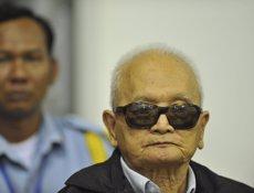 Condemnats a cadena perpètua dos destacats líders dels Khmers Rojos per genocidi (REUTERS - Archivo)