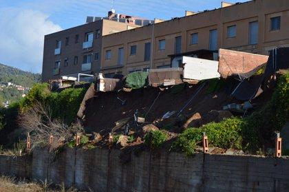 Els veïns desallotjats per l'esfondrament d'un talús a Viladecavalls encara no poden tornar a casa