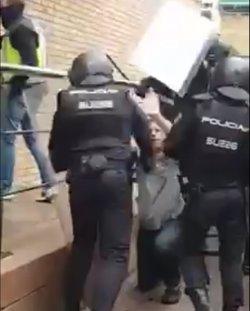 Un inspector de Policia diu que tenien ordres de no fer detencions l'1-O i només retirar les urnes (CEDIDA)