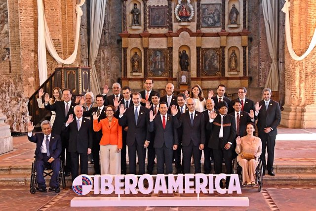Foto oficial de la Cumbre Iberoamericana en Guatemala