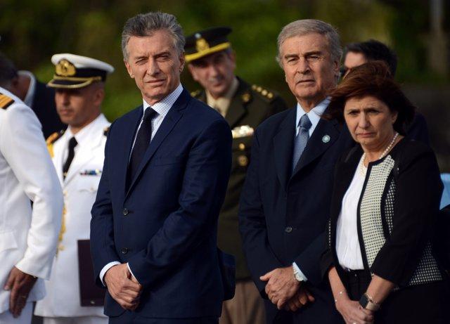 Argentine President Mauricio Macri, alongside Defense Minister Oscar Aguad and M