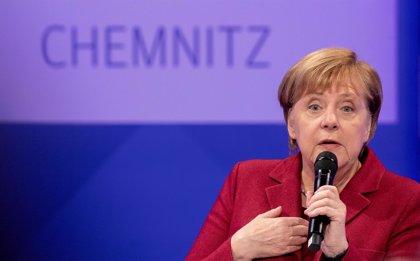 Merkel intenta apaciguar el descontento durante su visita a Chemnitz, foco de las protestas ultraderechistas en Alemania