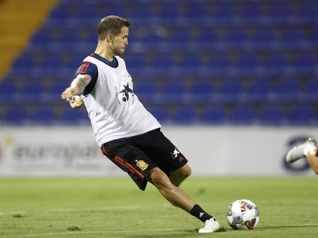 Iñigo Martínez entrenando con la selección