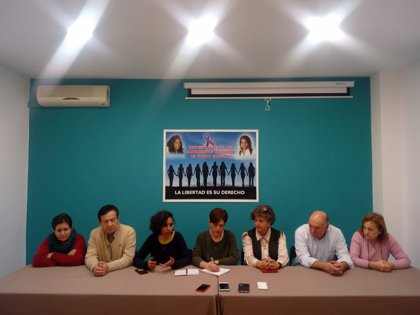 """Familias que denuncian la retención de Maloma y Koria en Tinduf cargan contra el Gobierno por """"abandonarlas"""""""