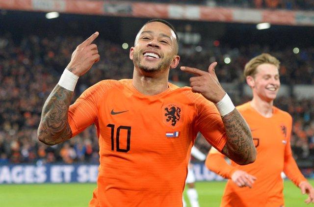 Depay celebra un gol de la selección de Holanda