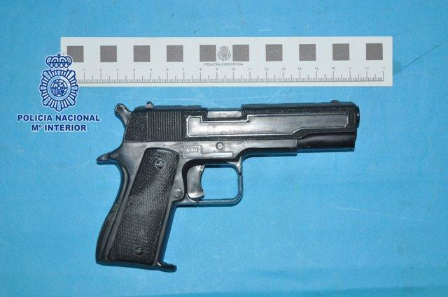 Pistola simulada requisada por la Policía