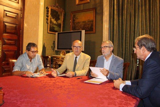 Firma de convenio entre el Ayuntamiento de Sevilla y Proyecto Hombre