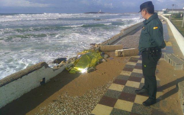 Ascienden a 21 los cadáveres de la patera naufragada en Los Caños hace más de una semana
