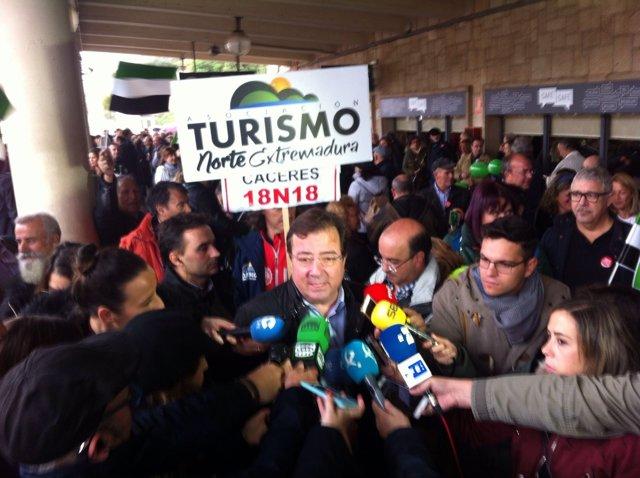 Fernández Vara en la manifiestación del tren en Cáceres
