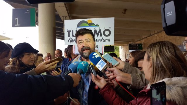 Secretario general CReex, Javier Peinado, en la manifestación de Cáceres