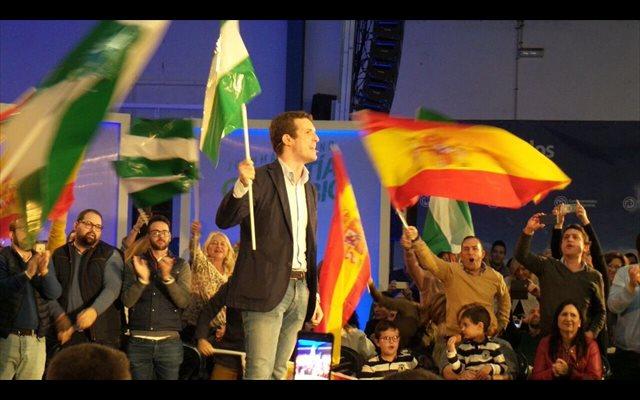 Casado enarbola la bandera andaluza y llama a llenar urnas como paso previo para 'sacar a Sánchez de la Moncloa'