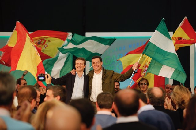Pablo Casado y Juanma Moreno, en Algeciras (Cádiz)