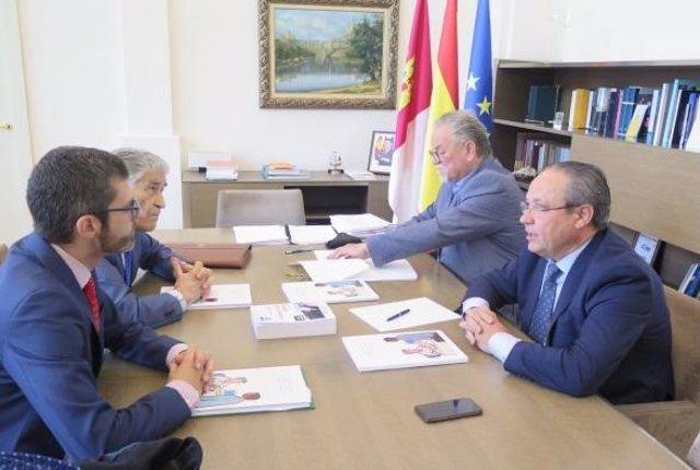 Ruiz Molina con representantes de Plena Inclusión