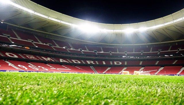 Completada la instalación del nuevo césped del Wanda Metropolitano