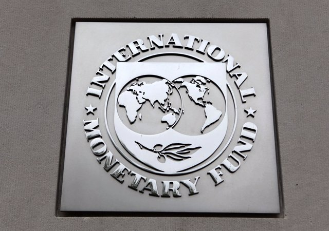 El logo del FMI en sus oficinas de Washington