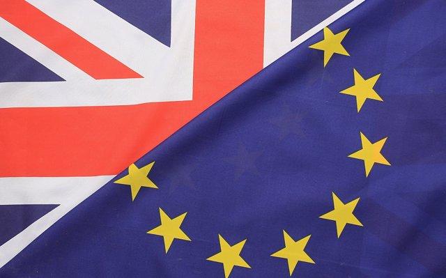 El socio minoritario del Gobierno de May apuesta por renegociar el acuerdo del 'Brexit'