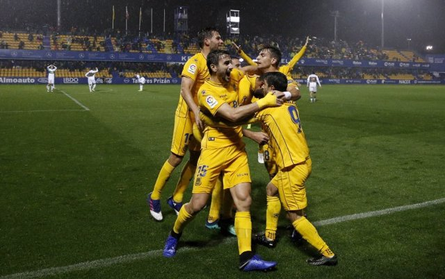 El Alcorcón se pone líder en el minuto 95