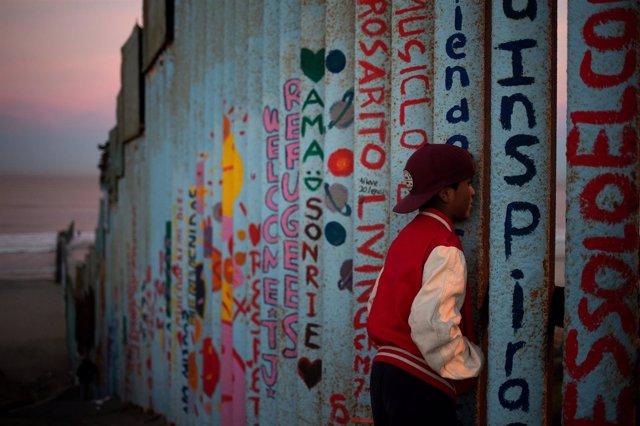 Un migrante de Honduras en la frontera entre México y EEUU