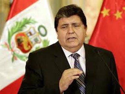 El expresidente peruano Alan García pide asilo a Uruguay