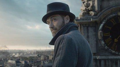 """Jude Law cree que """"el mundo está preparado"""" para que un icono como Dumbledore sea gay"""