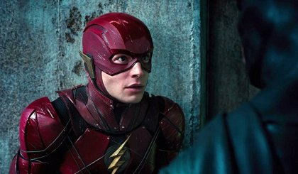 Ezra Miller asegura que la película de The Flash sigue viva