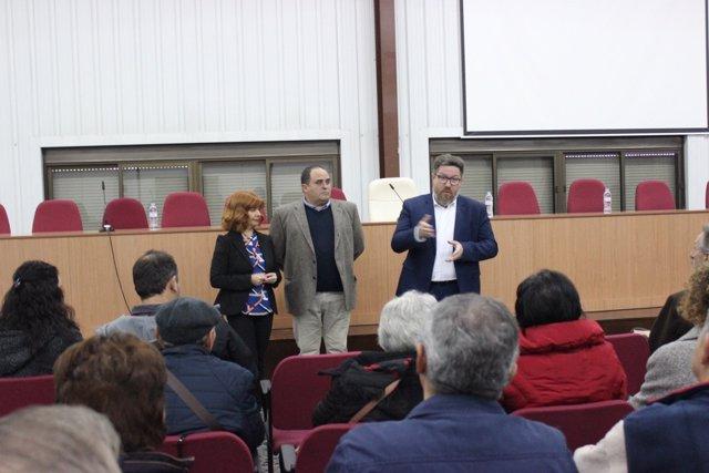 Sánchez Haro (d) en la cooperativa La Unión, de Úbeda.