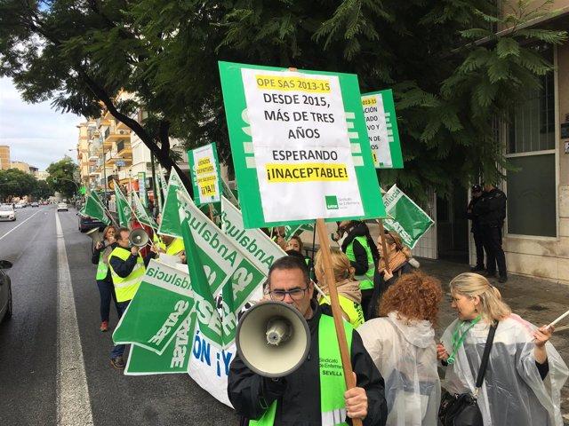 Protesta de Satse en Sevilla por las oposiciones