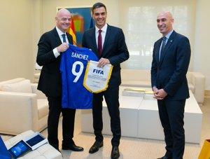 Espanya ofereix al Marroc una candidatura conjunta amb Portugal per optar al Mundial de futbol del 2030 (POOL MONCLOA/FERNANDO CALVO - Archivo)