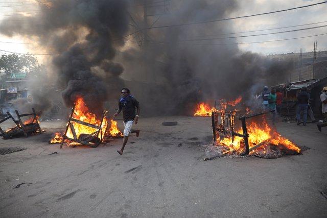 Disturbios en Haití durante una protesta por el escándalo de Petrocaribe