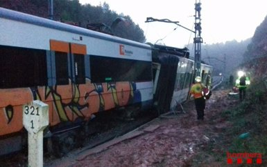 Un mort, 44 ferits i 86 il·lesos pel descarrilament del tren de Vacarisses (BOMBERS DE LA GENERALITAT)