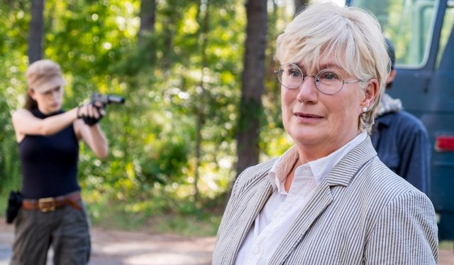 Jayne Atkinson en The Walking Dead