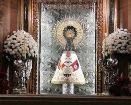 Virgen del Pilar con el manto de la Falange