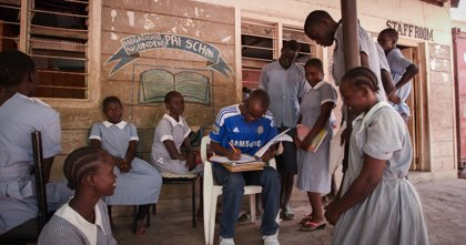 UNESCO denuncia un progreso insuficiente en la inclusión de niños migrantes y refugiados en la educación