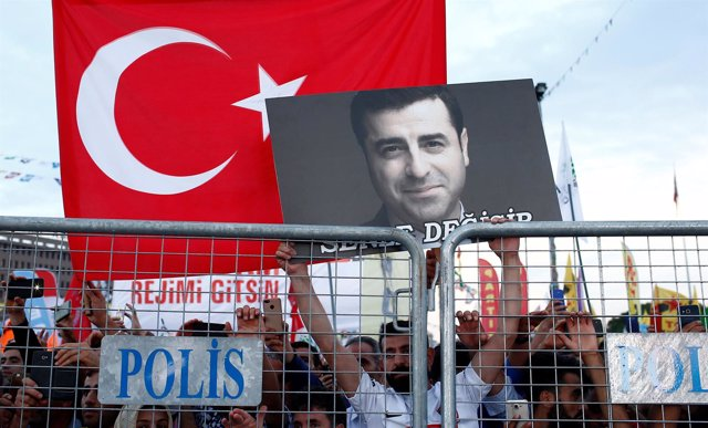 Acto en apoyo a Selahattin Demirtas en Estambul