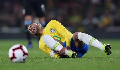 Neymar se lesiona a los seis minutos en el amistoso Brasil-Camerún