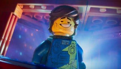 Chris Pratt se ríe de todos sus personajes en el nuevo y genial tráiler de La LEGO película 2