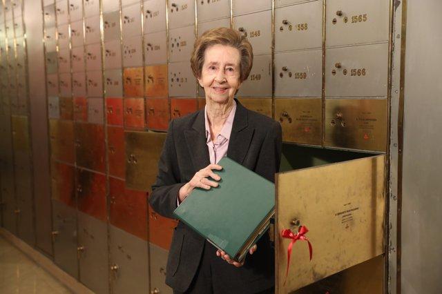 Margarita Salas Abre El Legado Que Dejó En La Caja De Las Letras En 2008