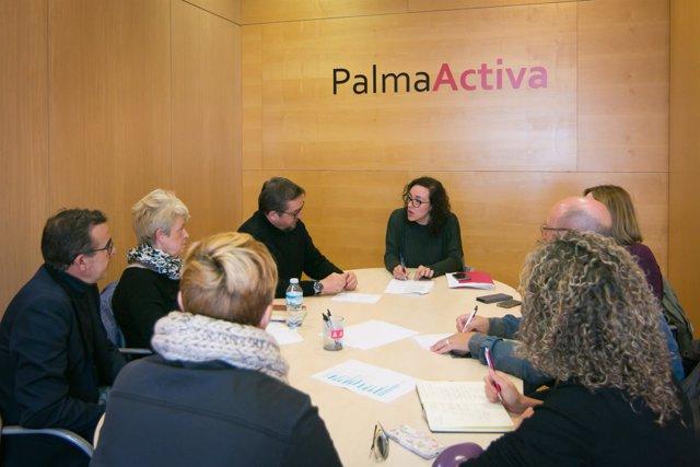 Reunión en PalmaActiva para fomentar el empleo de los mayores de 45 años