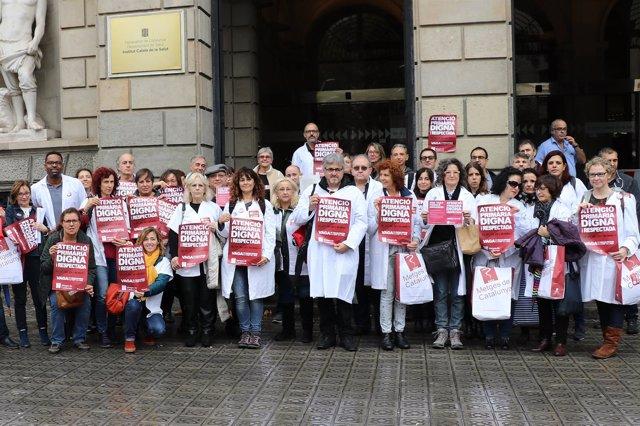 Entrega de firmas de Metges de Catalunya a la Gerencia del ICS